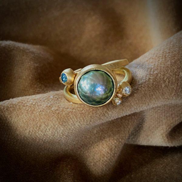 Guldring med Tahitiperle og 3 stk. diamanter
